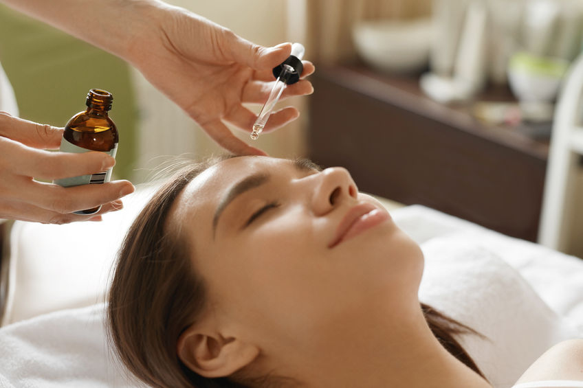 How to Repair Damaged Skin With Essential Oils
